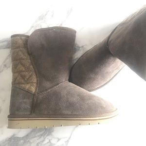 Shoes - UGG style boots by Prospector